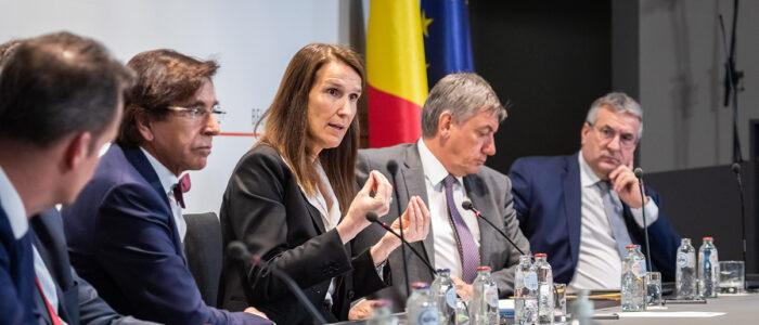 sophie wilmès tijdens persconferentie na eerste veiligheidsraad bij aanvang coronacrisis