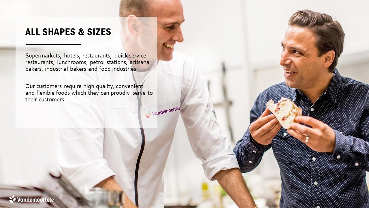powerpoint template basisslide met groot achtergrondbeeld van 2 koks die broodjes proeven en daarop een transparant tekstvlak
