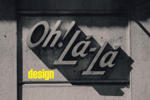 Muur met grote letters erop gemonteerd 'oh la la' als link met design in PowerPoint.